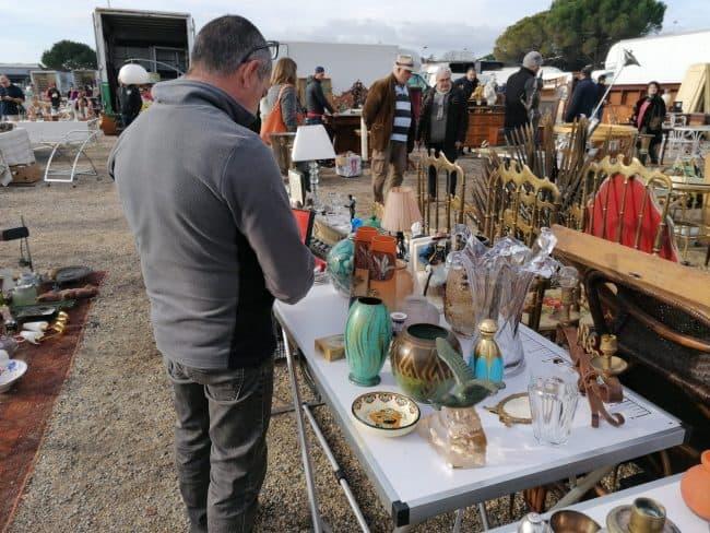 Estimation d'antiquités par la brocante de Castres Vintage French Art à la foire internationale de Béziers.