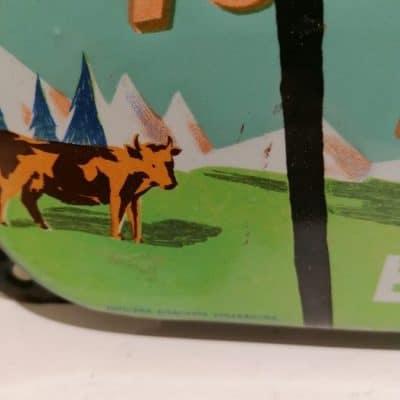Vintage French Art brocante à castres propose une plaque émaillée Nestlé à la vente entièrement d'origine
