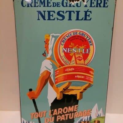 Vintage French Art brocante à castres propose une plaque émaillée Nestlé à la vente