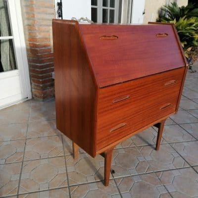 """Coiffeuse et/ou secrétaire édité sous le nom de """"Carina"""", ce meuble vintage scandinave des années 60 est plaqué de teck et modulable !"""